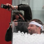 Immerso nel Ghiaccio nudo per 1 ora e 44 minuti! Wim Hof nel ghiaccio 150x150