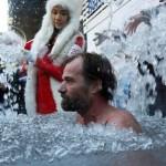 Immerso nel Ghiaccio nudo per 1 ora e 44 minuti! Wim Hof sommerso ghiaccio 150x150