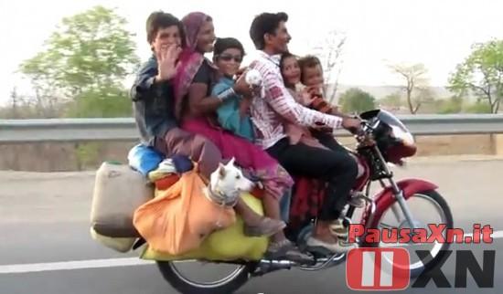 Gli Indiani e Mezzi di Trasporto non Convezionali Stracarichi…