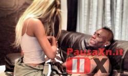 Balotelli con Fanny Mentre si Svolge il Battesimo di Pia